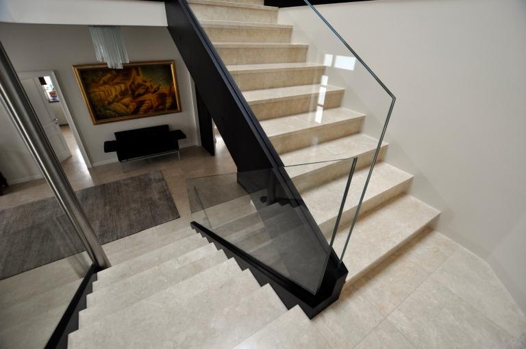 naturstein-stufen-innen